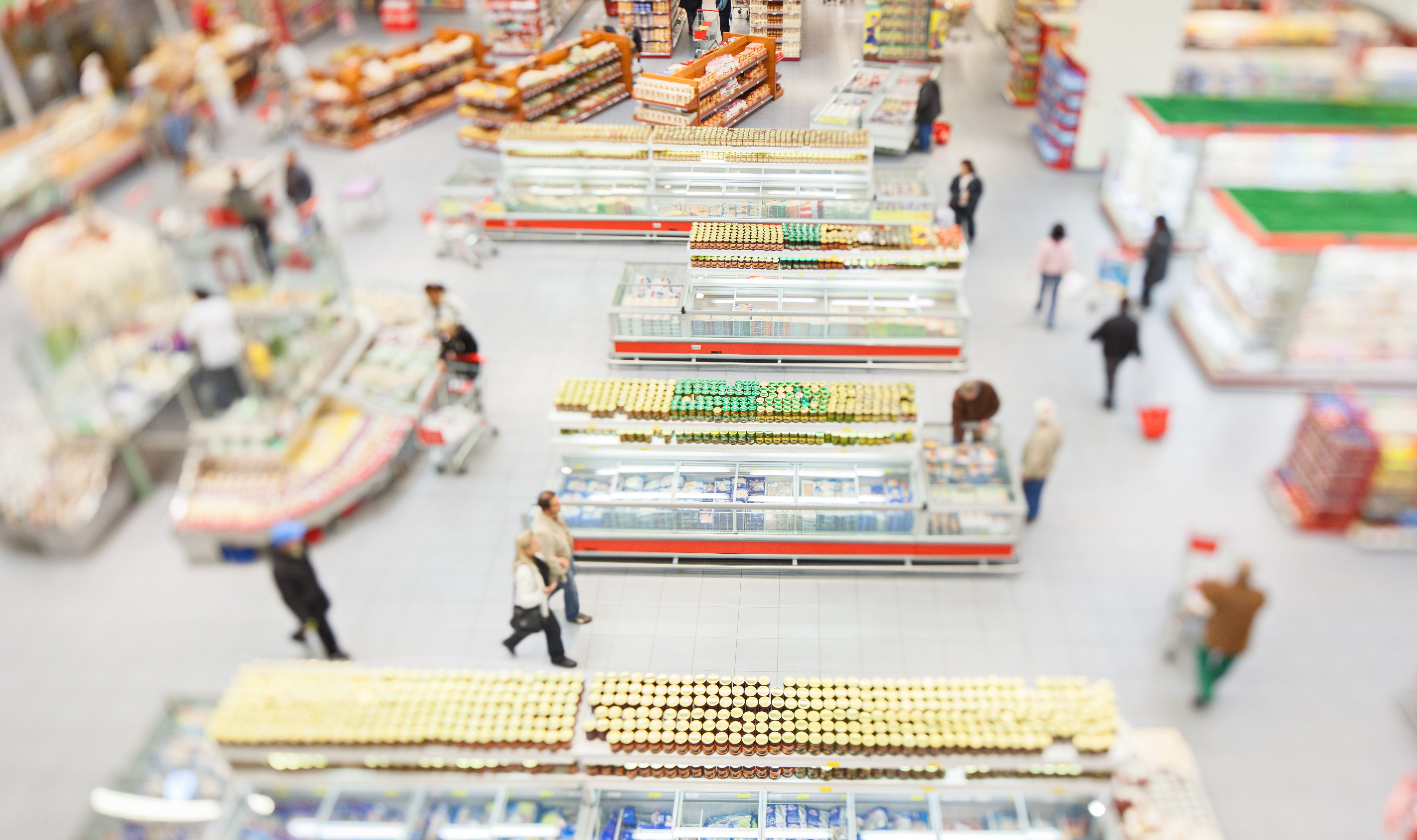 People-shopping-in-a-large-supermarket-521895511_5616x3329.jpeg